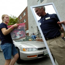 First-year students move into UMaine dorms