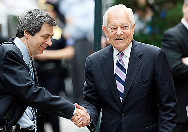 CBS newsman Bob Schieffer, right, shakes hands with CNN's Howard Kurtz as they  arrive  for Walter Cronkite's funeral at St. Bartholomew's Church on Park Ave. in New York, Thursday, July 23, 2009. Cronkite died last Friday at his Manhattan home at age 92. (AP Photo/Kathy Willens)