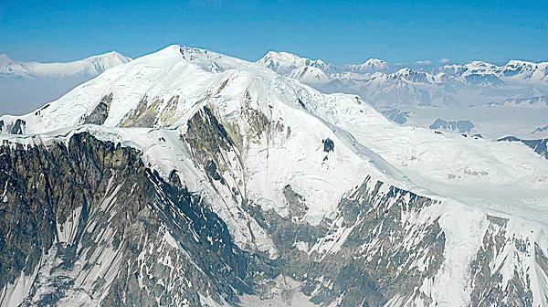 Mountains meet the sky over the Kluane range. (Julia Bayly photo)