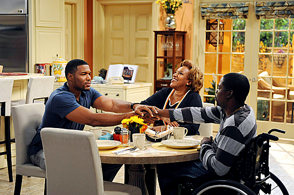 "BROTHERS:  Adele (CCH Pounder, C) will do anything to see Mike (Michael Strahan, L) and Chill (Daryl Chill Mitchell, R) get along in the BROTHERS episode ""Mom at Bar/Train Buddy"" airing Friday, Oct. 2 (8:00-8:30 PM ET/PT) on FOX.  ©2009 Fox Broadcasting Co.  Cr:  Ray Mickshaw/FOX"