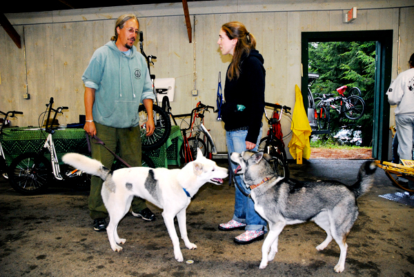 While mushing enthusiasts Ken Haggett of Peace Pups Dog Sledding and Stacy Crosby of South Burlington, VT, their sled dogs Pachem (left) and Trapper get better acquainted at the annual New England Sled Dog Trade Fair and Seminars. Haggett was at the trade fair with a display of wheeled rigs for off season training.  PHOTO BY JULIA BAYLY