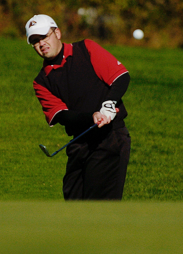 University of Maine-Farmington junior Nick Waltz of Damariscotta chips to the first hole during Monday morning's round of the North Atlantic Conference Golf Championship at Penobscot Valley Country Club in Orono. (Bangor Daily News/John Clarke Russ)