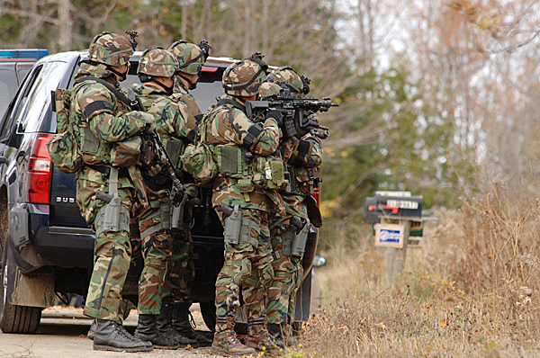 Manhunt continues in mid-Maine