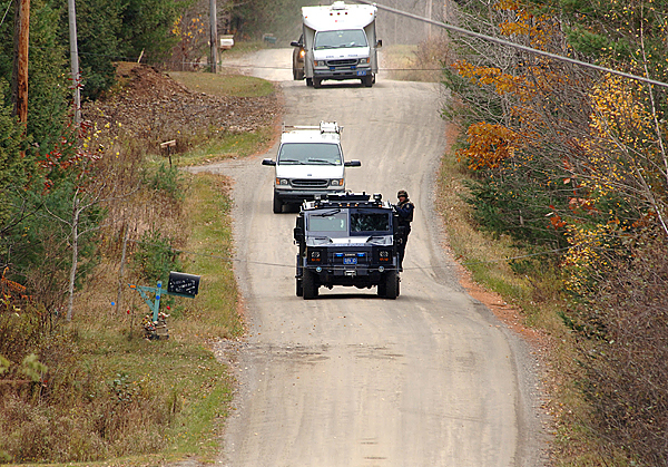 CAPTION A caravan of State Police tactical team vehicles travel on the Rutland Road in Newport as a massive manhunt continued through the day Tuesday, Oct. 27, 2009 for Perley Goodrich Jr, who allegedly shot and kiilled his father Monday night (Bangor Daily News photo by Scott Haskell)   (WEB EDITION PHOTO)