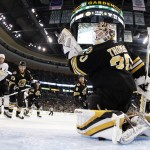 Bergeron scores 2 goals, Bruins beat Canadiens