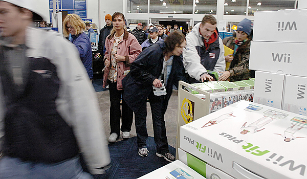 Shoppers enter Best Buy in Bangor as the doors open at 5 a.m. on Black Friday, Nov. 27, 2009. (Bangor Daily News/Bridget Brown)