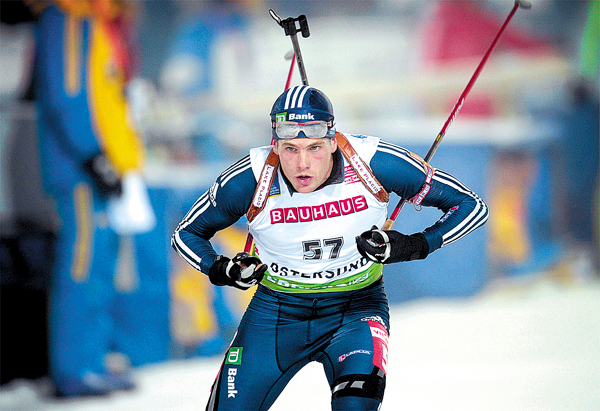 Tim Burke of US skies to take the second  place at the World Cup Biathlon 20km Thursday Dec. 3, 2009 in Oestersund, Sweden. (AP Photo/Anders Wiklund) **  SWEDEN OUT  **