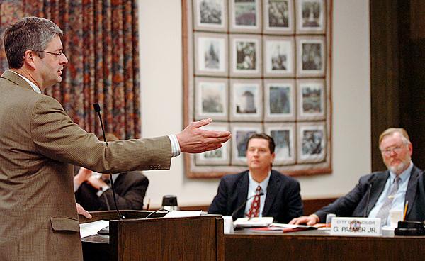 Maine Sen. Joe Perry addresses the Bangor City Council at Monday's meeting, Jan. 11, 2010 in response to an editorial regarding state budget cuts published in Saturday's Bangor Daily News. (Bangor Daily News/Bridget Brown)