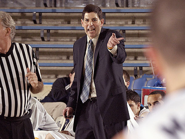 UMaine coach Ted Woodward gives some instructions to his players in the final minutes of the second half of their game versus UNH in Orono, Maine, Monday, Jan. 18, 2010.