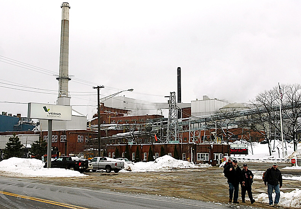Workers leave the Verso Paper mill in Bucksport Thursday afternoon, Feb. 26, 2009.  Due to a low volume of orders,  Verso will be idling production from Monday, March 9 until Monday, March 23.  Most of the mill's 756 workers will be laid off during that time.   BANGOR DAILY NEWS FILE PHOTO