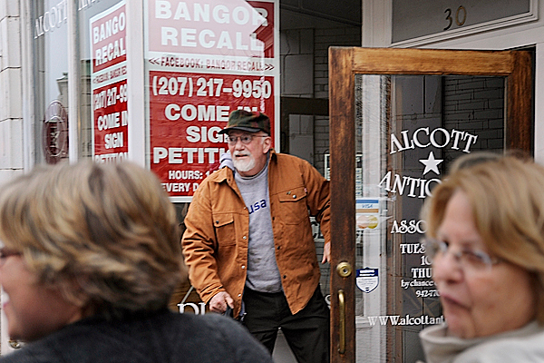 Petitioner Jim Elmore greets Bangor residents as as he opens the petition site--Alcott Antiques on 30 Central Street in downtown Bangor Saturday afternoon, December 5, 2009. By collecting the petitions, Elmore and other residents hope to to force a recall election for five city councilors. As of Saturday, December 5, 2009, 300 out of the required 2,286 petitions had been signed with less than 60 days left in the petition drive. BANGOR DAILY NEWS PHOTO BY JOHN CLARKE RUSS