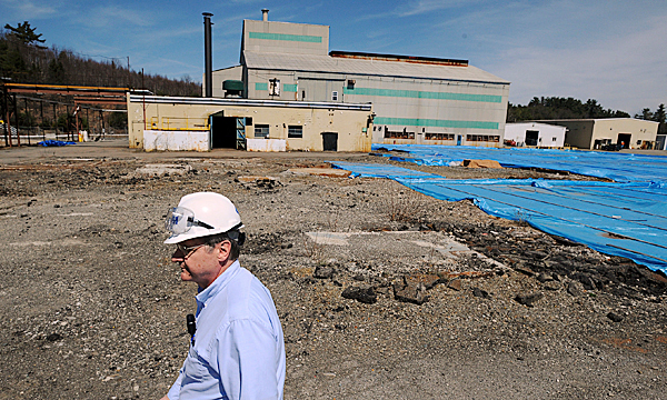 Site manager Dave Tonini of the contracting firm CDM walks Friday through the former HoltraChem facility in Orrington where, among other materials, large amounts of mercury were used to manufacture chemicals for papermaking and other industries. BANGOR DAILY NEWS FILE PHOTO BY GABOR DEGRE