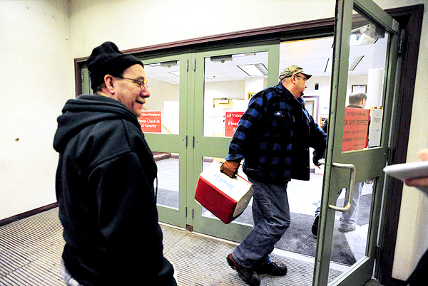 Unidentified workers enter the Fraser Papers mill in Madawaska during a shift change between 5 and 6 p.m. Thursday, February 4, 2010. Three unions and Fraser Papers Inc. ended negoatiations Thursday with an offer on a three-year contract that rank and file members will vote on Monday, February 8.  BANGOR DAILY NEWS PHOTO BY JOHN CLARKE RUSS