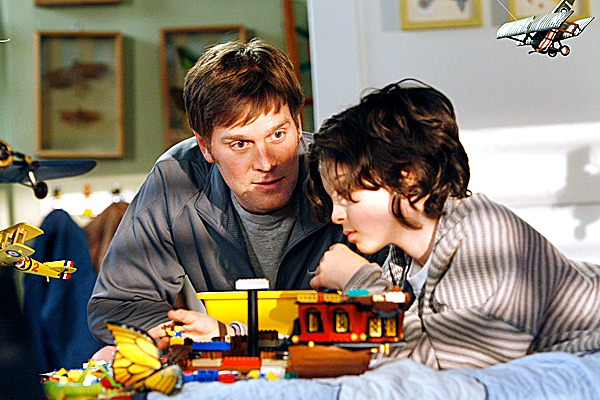 PARENTHOOD -- &quotPilot&quot Episode 101 -- Pictured: (l-r) Peter Krause as Adam, Max Burkholder as Max -- NBC Photo: Chris Haston