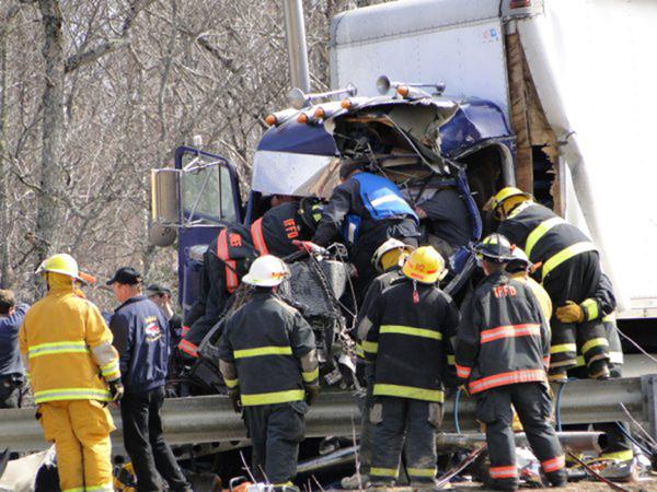 Truck crash closes I-95 near Sherman — Aroostook — Bangor