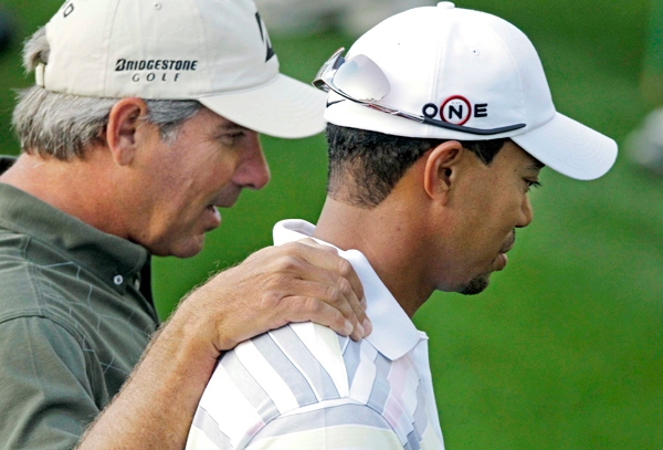 Fred Couples, left, walks with Tiger Woods to the first green during a practice round for the Masters golf tournament in Augusta, Ga., Monday, April 5, 2010. The tournament begins Thursday, April, 8. (AP Photo/Charlie Riedel)