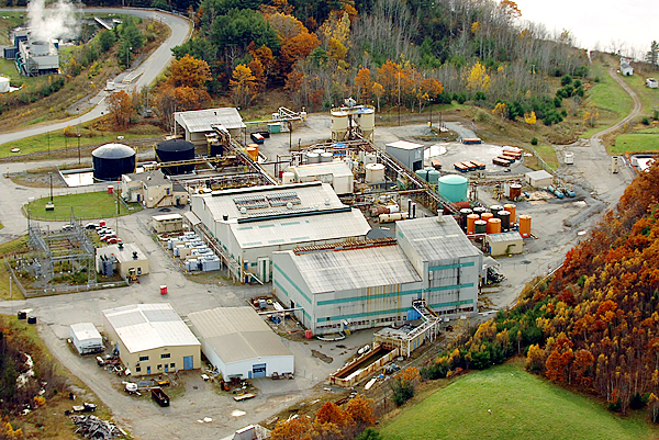 Cleanup continues at the former HoltraChem facility in Orrington as seen in a fall 2005 photo. BANGOR DAILY NEWS FILE PHOTO BY KEVIN BENNETT