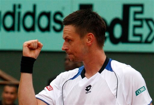 Sweden's Robin Soderling reacts as he defeats defending champion Switzerland's Roger Federer during their quarterfinal match of the French Open tennis tournament at the Roland Garros stadium in Paris, Tuesday, June 1, 2010. (AP Photo/Michel Euler)
