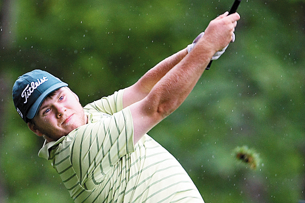Tom Ellsworth leads by 1 stroke over Joe Alvarez in Bunyan A flight