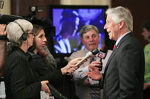 Republican gubernatorial candidate Les Otten, right, speaks to reporters at his primary election night party, Tuesday, June 8, 2010, in South Portland, Maine. Otten is one of four Republicans running for Maine governor. (AP Photo/Robert F. Bukaty)