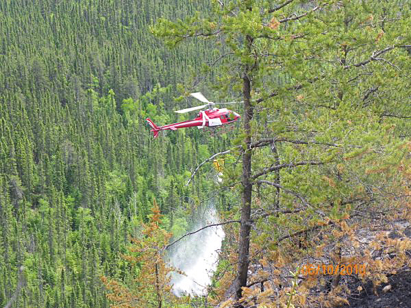 Quebec fire 1 Helicopter  PHOTO BY JOHN GAGNON   *web only - small file