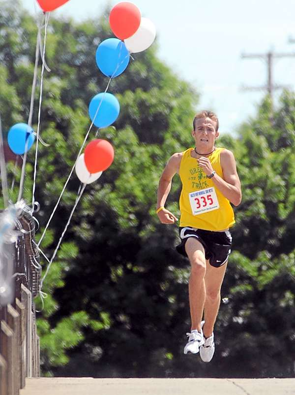 the first man to finish the Bangor-Brewer 3K road race. (Bangor Daily News/Gabor Degre)