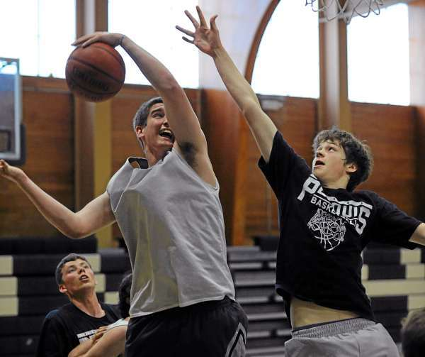 Members of the Penquis High School and Penobscot Valley High School summer basketball program play a game on Wednesday, July 7, 2010 at Howland. (Bangor Daily News/Kevin Bennett)