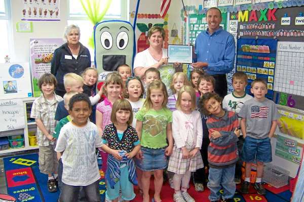 Photo goes with Joni Averill's column &quotjonijul30&quot for Friday.  Tammy Willey, Pine Street Elementary School Presque Isle and her pupils receive their project award from U. S. Cellular representative. (Photo Courtesy of U.S. Cellular Calling All Teachers Campaign)
