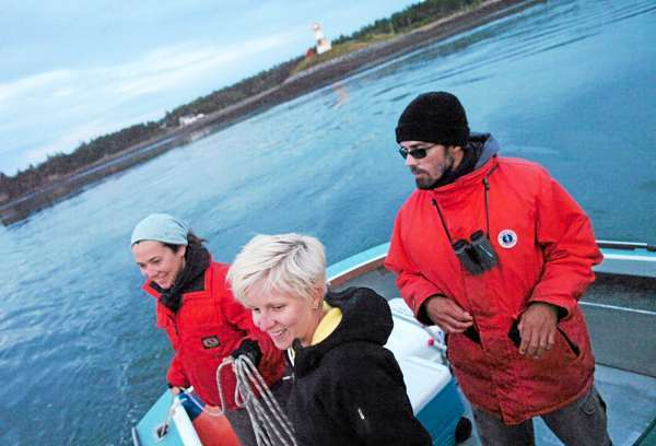 After more than 13 hours on the water, New England Aquarium researchers Jessica Taylor (from left0, Candace Borutskie and Yan Guilbault prepare to tie up in Lubec after spendign the daylight hours in the Bay of Fundy studyign right whales Thursday.   (BANGOR DAILY NEWS PHOTO BY BRIDGET BROWN)  CAPTION  After more than 13 hours on the water, New England Aquarium researchers Jessica Taylor (left), Candace Borutskie and Yan Guilbault prepare to tie up in Lubec after spending the daylight hours in the Bay of Fundy studying right whales Thursday, Aug. 20, 2009. (Bangor Daily News/Bridget Brown)