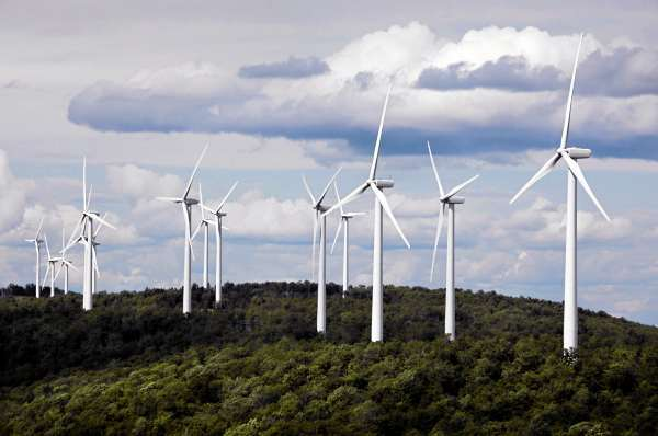 -** ADVANCE FOR  DEC 26-27 ** FILE - In this July 14, 2009 file photo, a cluster of windmills catch the wind blowing on Stetson Mountain, in Range 8, Township 3, Maine. Windpower was voted one of Maine's top stories of the decade. (AP Photo/Robert F. Bukaty, files)