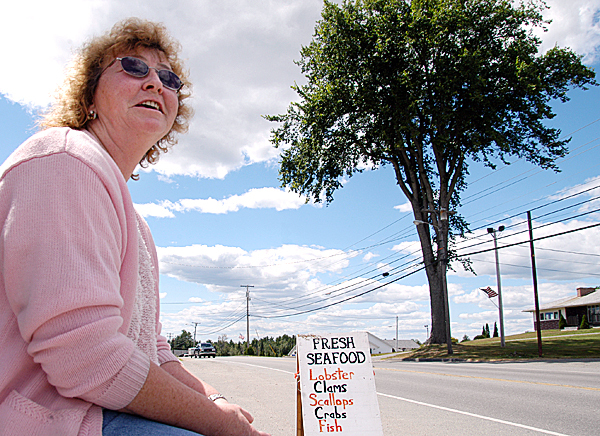 SEAFOOD2: A fair amount of her work, says Carol Linscott of C&D Seafood of Searsmont, involves waiting when traffic is sparse. Here she sits in a parking lot in Lincoln off West Broadway.  BANGOR DAILY NEWS PHOTO BY NICK SAMBIDES JR.
