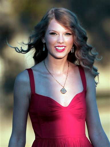 Taylor Swift arrives for the premiere of her new video, &quotMine,&quot in Kennebunkport, Maine, Friday, Aug. 27, 2010. (AP Photo/Robert F. Bukaty)