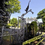 Stephen King fan repairs mangled front gate