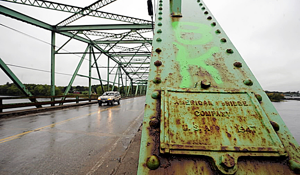 The Rt 155 bridge over the Penobscot River connecting Howland and Enfield. (Bangor Daily News/Gabor Degre)