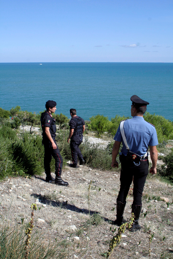 Carabinieri (Italian paramilitary police) officers search part of the southern Italian Adriatic coast near Vieste, Italy, Thursday, Sept. 30, 2010.  Coast guards and police are hunting for two missing American balloonists Richard Abruzzo and Carol Rymer-Davis, who were participating in the 54th Gordon Bennett Gas Balloon Race, and were last detected piloting their craft over the Adriatic Sea in rough weather. (AP Photo/Vincenzo Maizzi)