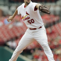 Cardinals' 20-game winner Wainwright injures elbow