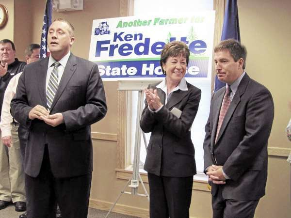 House Minority Leader Joshua Tardy, R-Newport, left, introduces U.S. Sen. Susan Collins, R-Maine, during a fund raiser Tuesday, Oct. 12, 2010, for Maine House of Representatives candidate Kenneth Fredette, right. While Fredette has emphasized high-profile events such as this one, his Democratic challenger, Frederick Austin, said his is essentially a &quotone-man campaign.&quot (Bangor Daily News/Christopher Cousins)