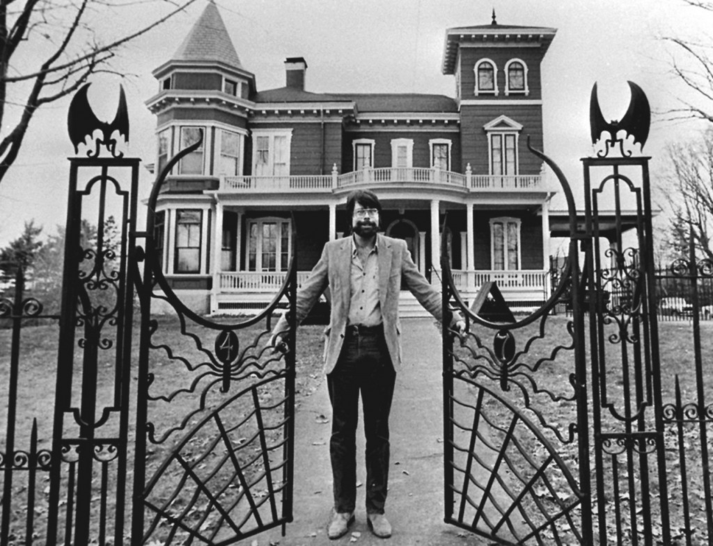 Stephen King opens the new gates to his bat-guarded Victorian home in this November 1982 photograph. BANGOR DAILY NEWS PHOTO BY CARROLL HALL