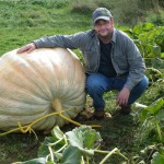 RI man wins $15,500 with 1-ton pumpkin