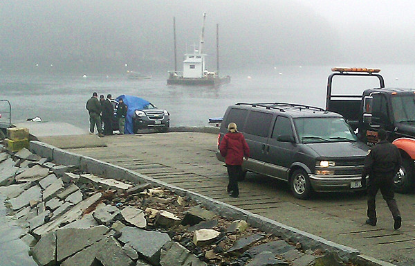 A vehicle is recovered from the Seal Cove boat ramp on Mount Desert Island on Tuesday, Nov. 23, 2010.  (Bangor Daily News/Bill Trotter)