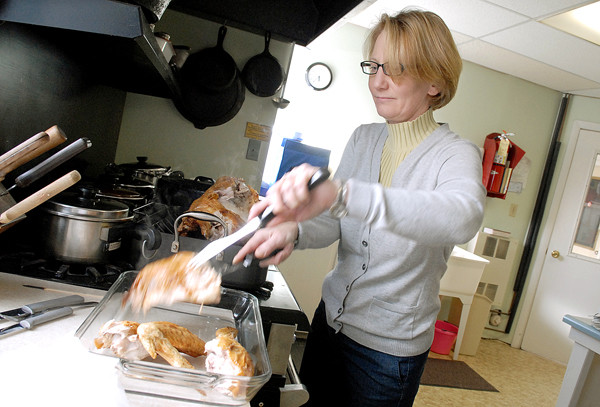 ORRINGTON, ME -- NOVEMBER 25, 2010 -- Lori Sawyer carves the turkey that her husband, Jeff, deep fried for the Smith Family Thanksgiving.  It was one of three turkeys at the dinner held at the Orrington United Methodist Church. LINDA COAN O'KRESIK