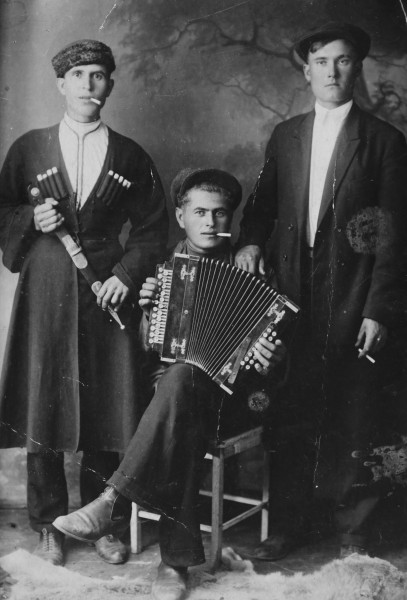 Wasja Semenenko playing accordion with friends.