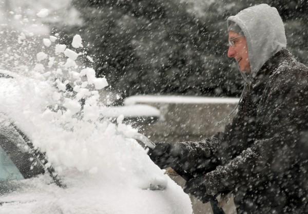 (BANGOR DAILY NEWS PHOTO BY LINDA COAN O'KRESIK)  CAPTION  BANGOR, ME -- JANUARY 12, 2011 -- Brian Reading of Bangor brushes snow off of his car in downtown Bangor Wednesday January 12 during the snow storm. Bangor Daily News/Linda Coan O'Kresik
