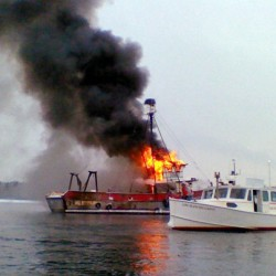 1 injured in butane stove explosion aboard charter fishing boat in Portland