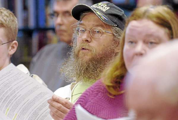 Peter Beckford of Clifton voices concern over the town's land ordinances during the town meeting on Saturday.