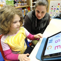 Auburn kindergartners pilot iPad 2 program