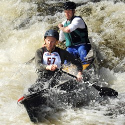 Kayak racers brave waterfalls in search of best time