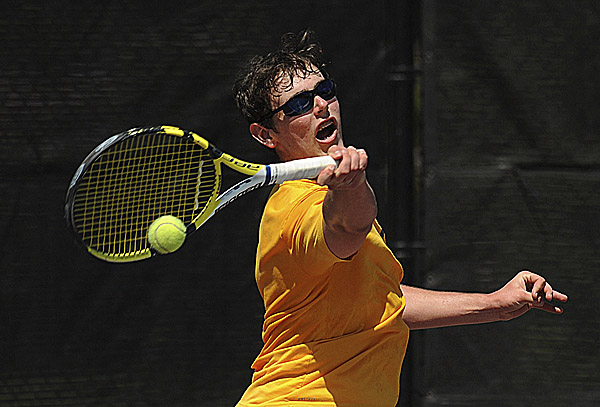 (BDN PHOTO BY GABOR DEGRE)