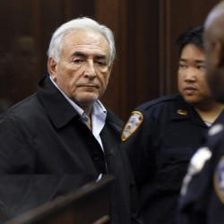 NY police look for DNA in hotel carpet in Strauss-Kahn sex assault case