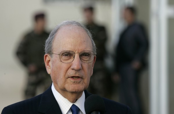 US Mideast envoy George Mitchell speaks to the media after meeting with Palestinian President Mahmoud Abbas in the West Bank city of Ramallah, Tuesday, Dec. 14, 2010.